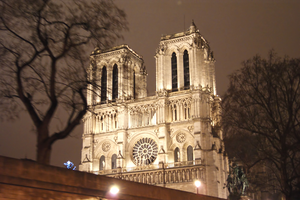 Notre-Dame-by-night.jpg