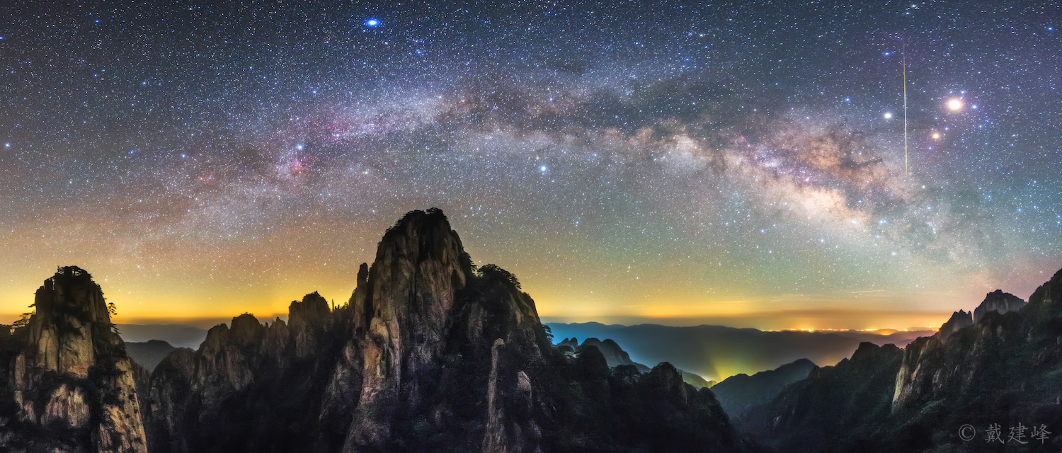 Milky way and meteor over Huangshan.jpg
