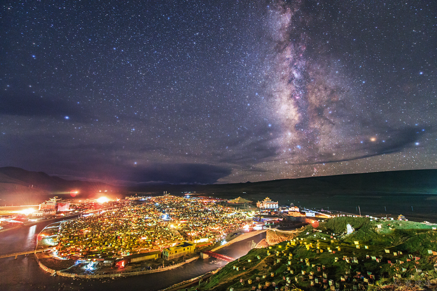 Milky way over Yaqing temple.jpg