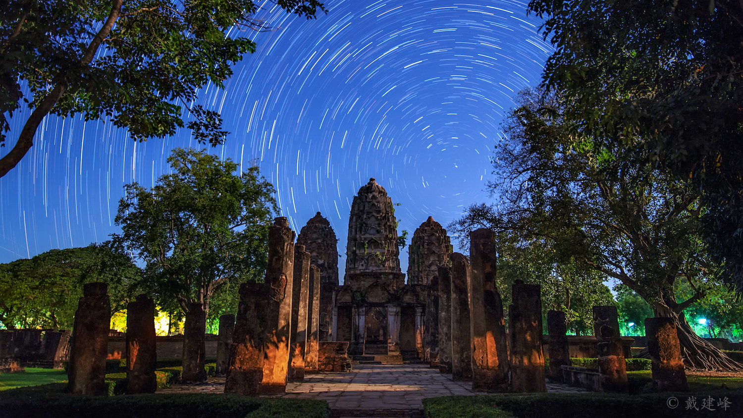 Startrails over Wat Si Sawai.jpg